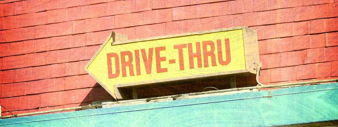 Que te sirvan sin bajar del coche. El Drive-thru. Cómo empezó todo?