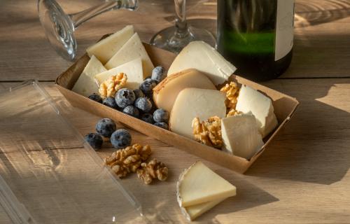Presenta quesos con nuestros elegantes envases
